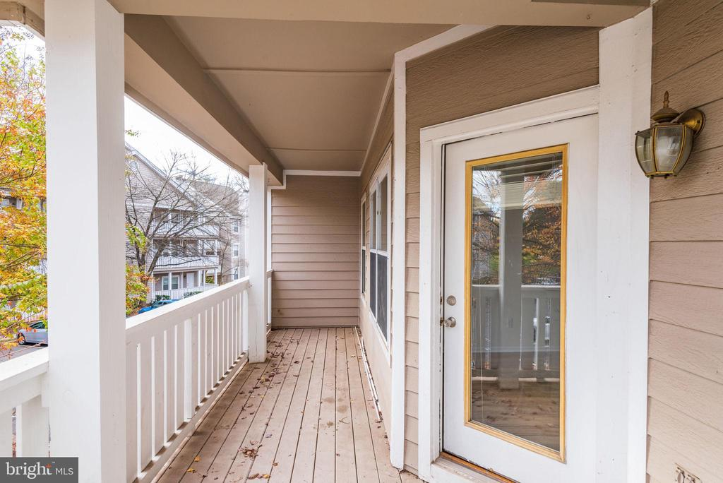 Spacious, private patio - 14316 CLIMBING ROSE WAY #203, CENTREVILLE