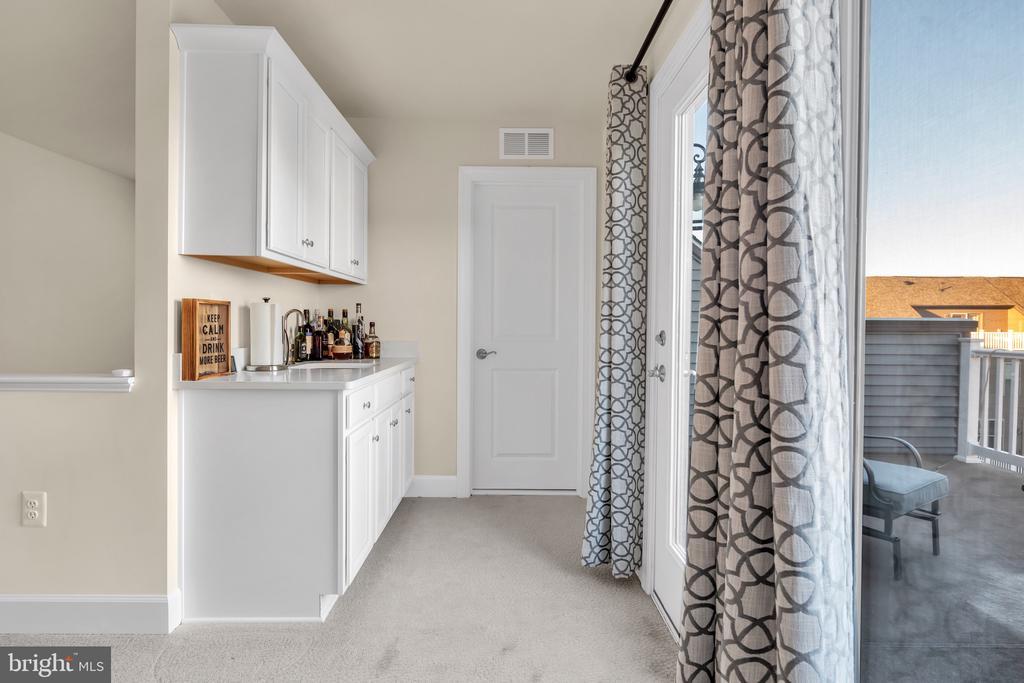 Built Ins 4th Floor - 45362 DAVENO SQ, STERLING