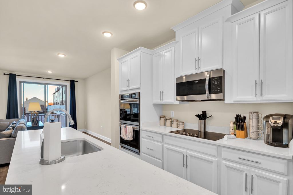 Stainless Steel Appliances - 45362 DAVENO SQ, STERLING