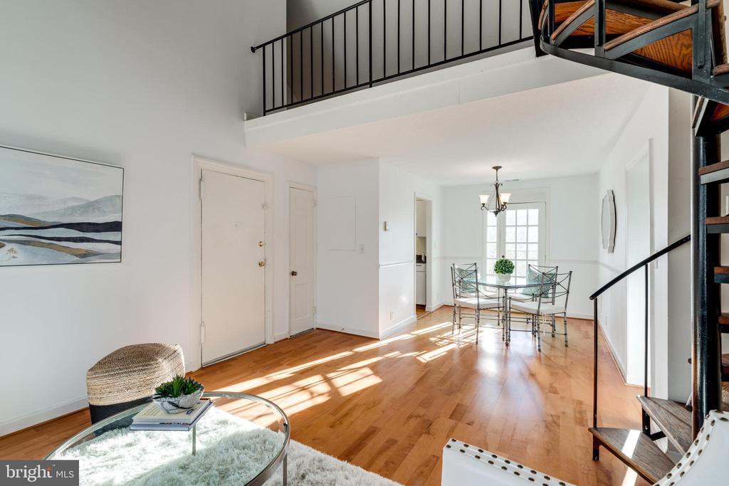 Living / dining space - 2968 S COLUMBUS ST #C2, ARLINGTON