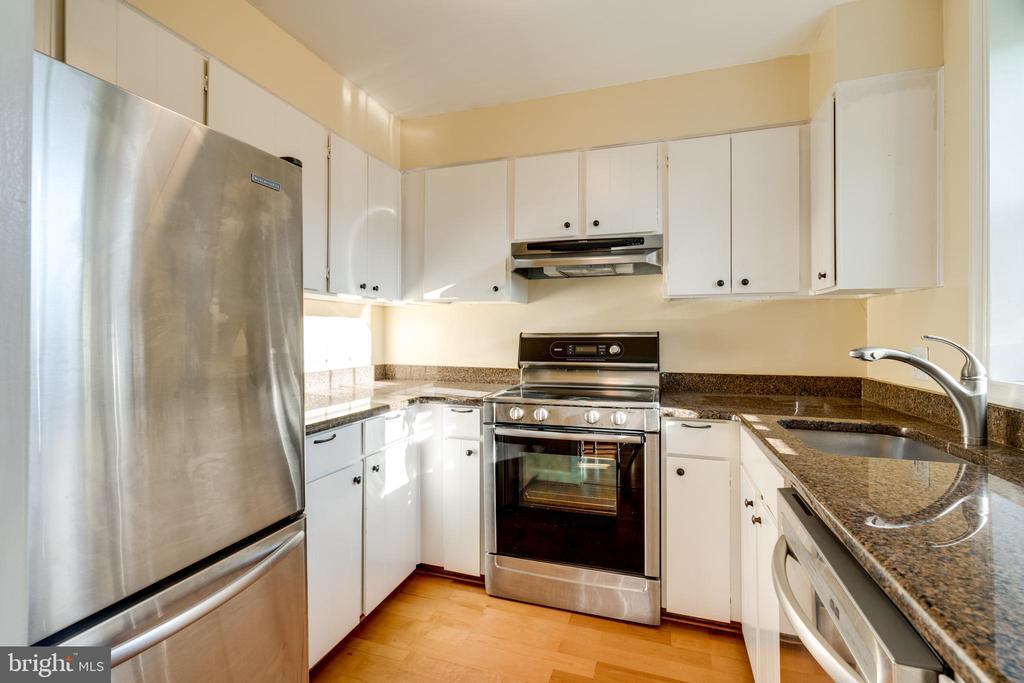 Kitchen - 2968 S COLUMBUS ST #C2, ARLINGTON