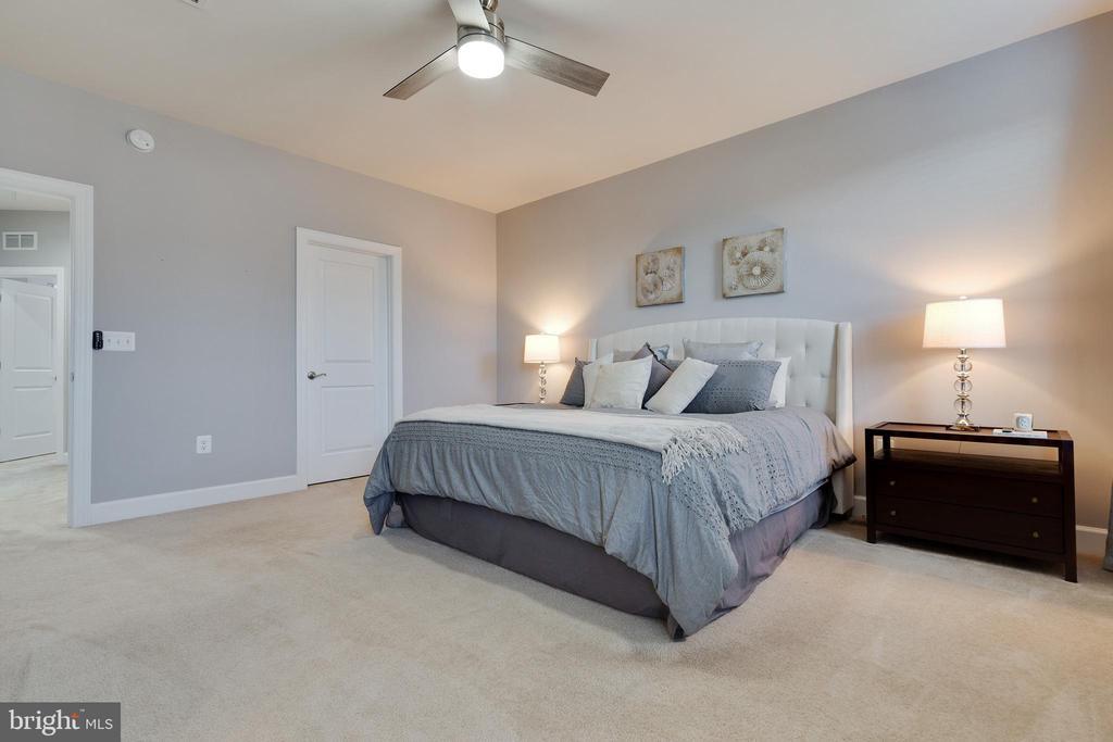 Master Bedroom has 2 Walk-in Closets - 10517 RATCLIFFE TRL, MANASSAS