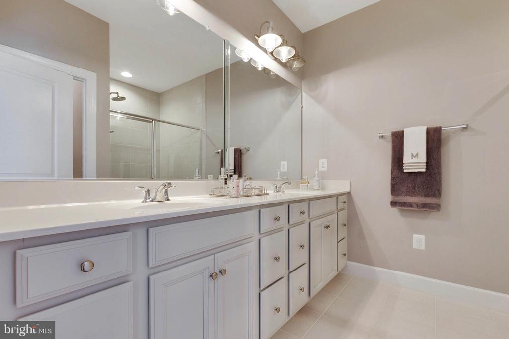 Master Bath has dual sinks - 10517 RATCLIFFE TRL, MANASSAS