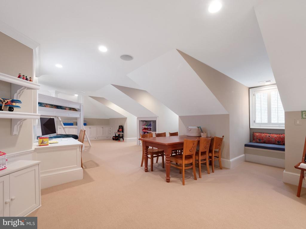 Ideal for Young Guests - 6827 SORREL ST, MCLEAN