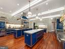 Stunning Chef's Kitchen - 6827 SORREL ST, MCLEAN