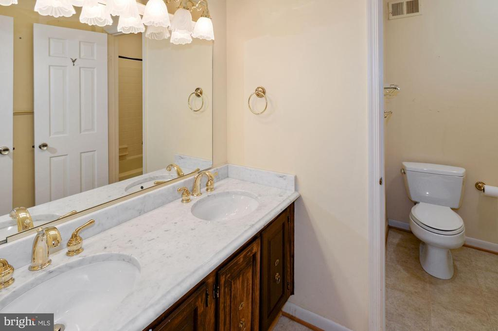 Hall Bath - 2605 SOAPSTONE DR, RESTON