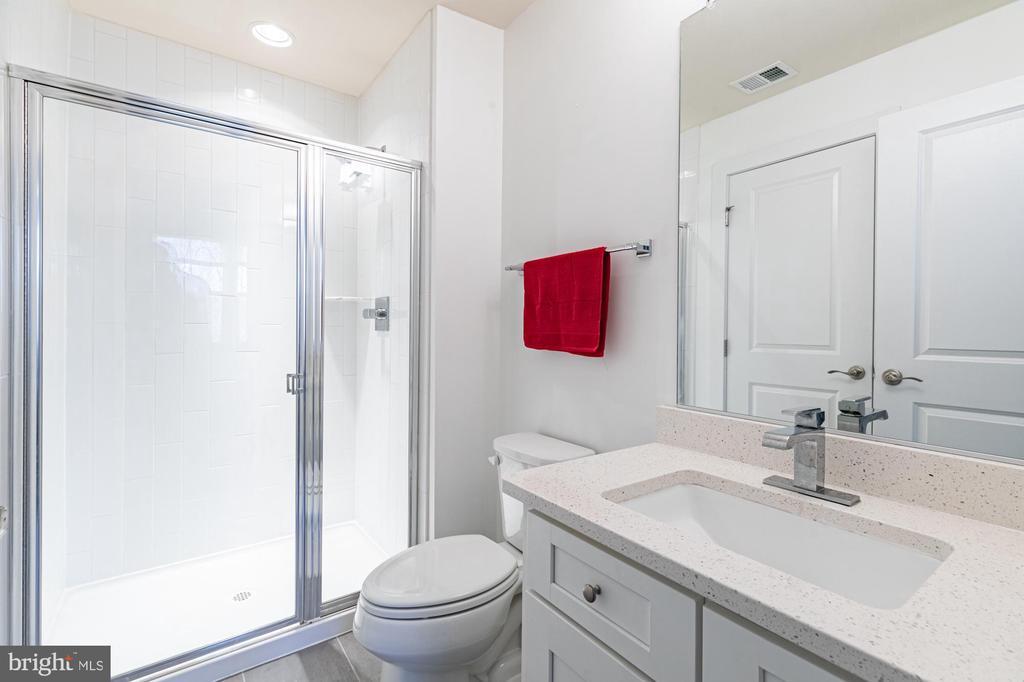 Bedroom #4: Walk in closet, full bath #3, quartz - 3167 VIRGINIA BLUEBELL CT, FAIRFAX