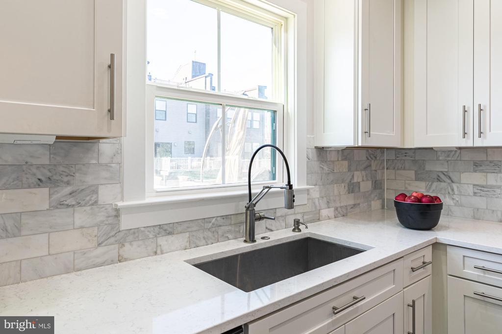 See deck from large sink, gooseneck faucet, quartz - 3167 VIRGINIA BLUEBELL CT, FAIRFAX