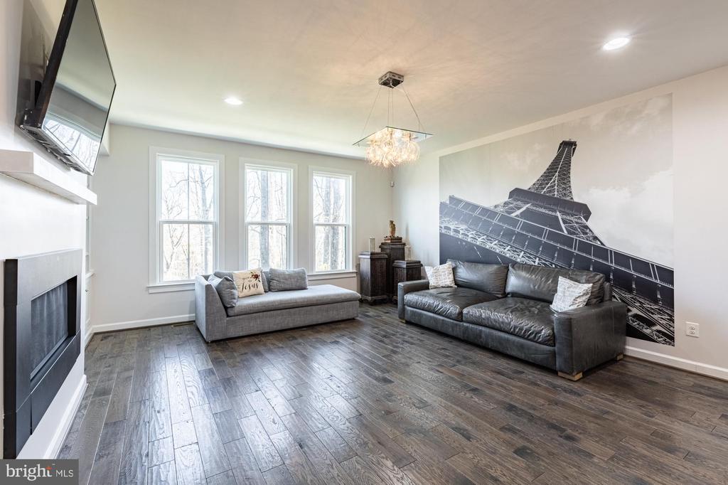 Real Hardwood Floors. Dark distressed look is nice - 3167 VIRGINIA BLUEBELL CT, FAIRFAX