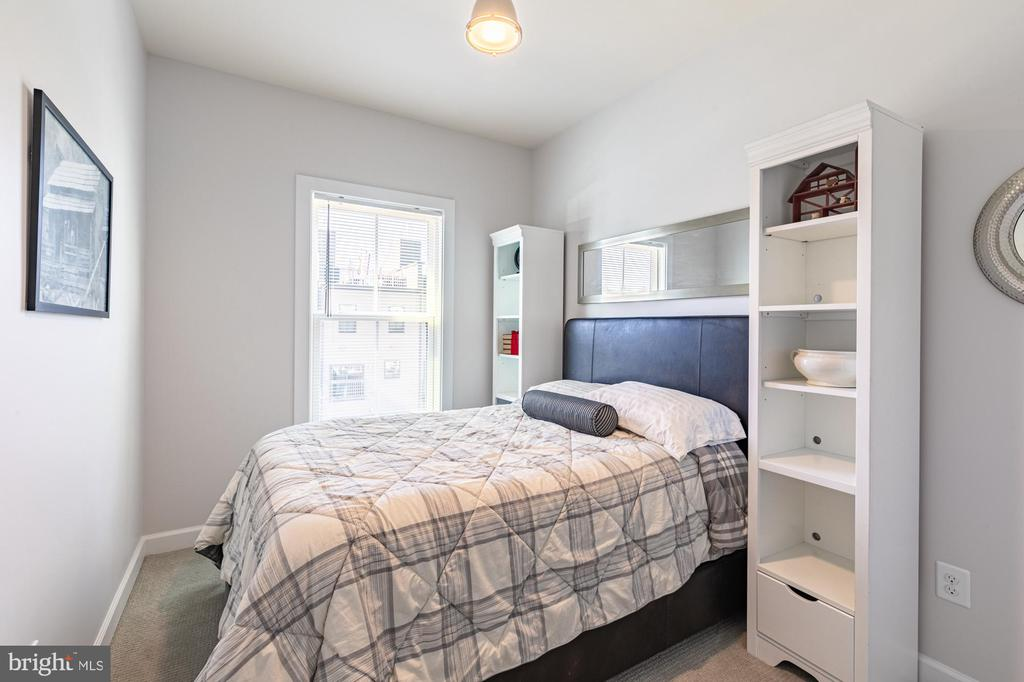 Bedroom #3 is sunny and bright too! - 3167 VIRGINIA BLUEBELL CT, FAIRFAX
