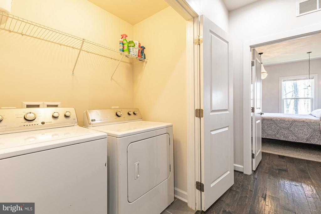 Bedroom level laundry room is convenient - 3167 VIRGINIA BLUEBELL CT, FAIRFAX