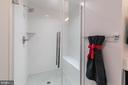 Beautiful tile, bench seat & large shower - 3167 VIRGINIA BLUEBELL CT, FAIRFAX