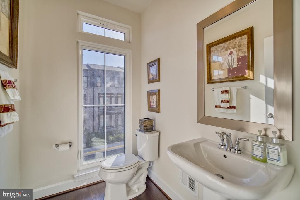 powder room on Main level - 42288 PORTER RIDGE TER, BRAMBLETON