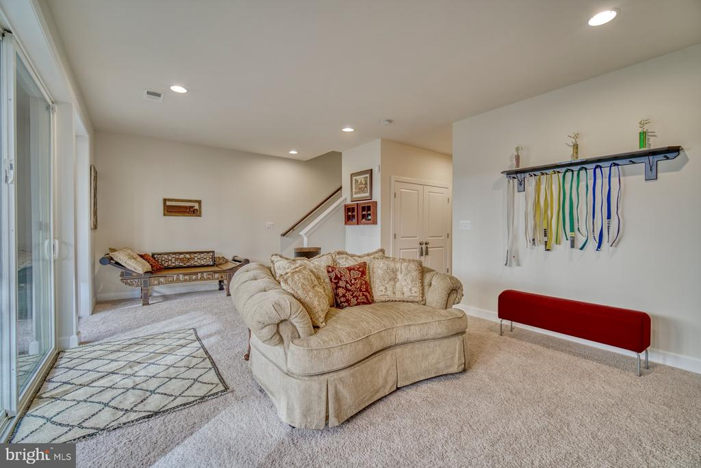 great area for entertaining - 42288 PORTER RIDGE TER, BRAMBLETON
