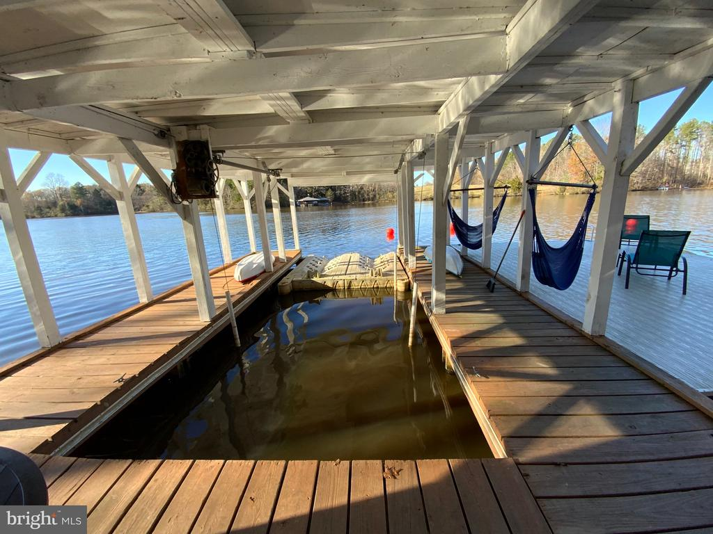 Covered boat slip - 6406 CARTER LN, MINERAL