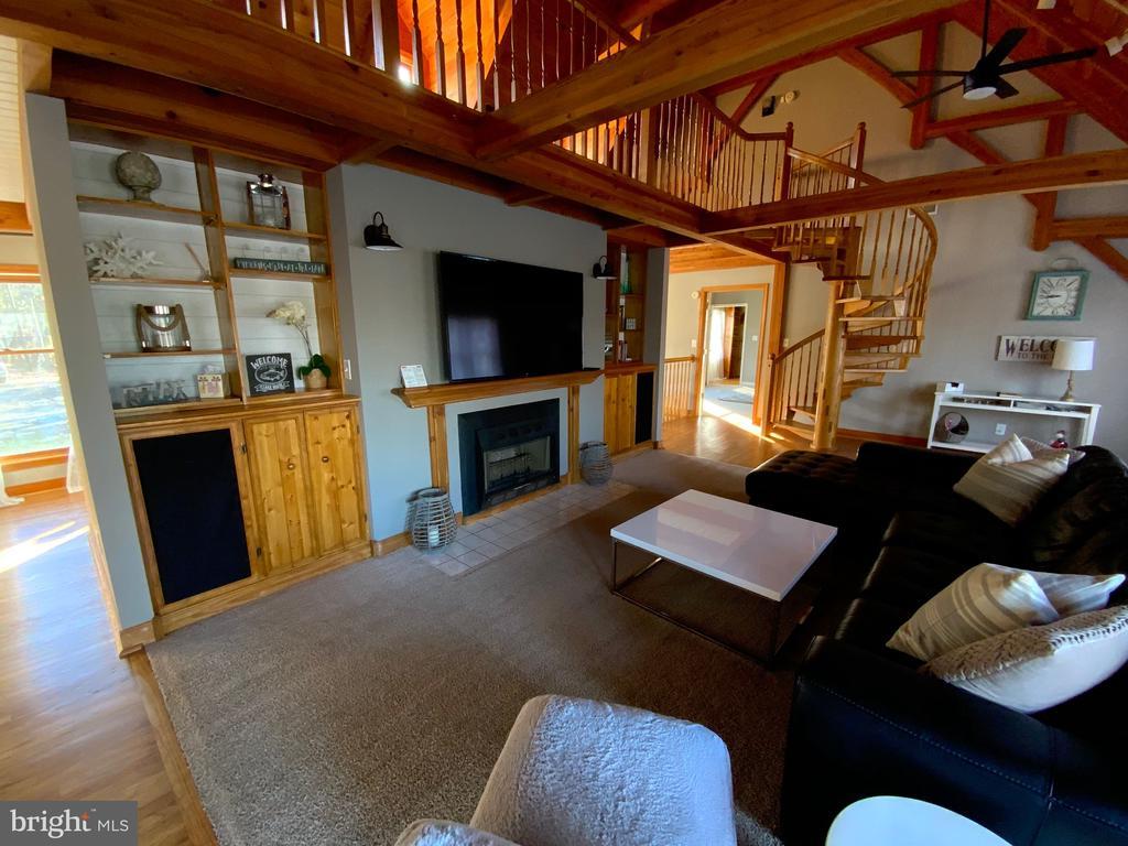 Living Room - 6406 CARTER LN, MINERAL
