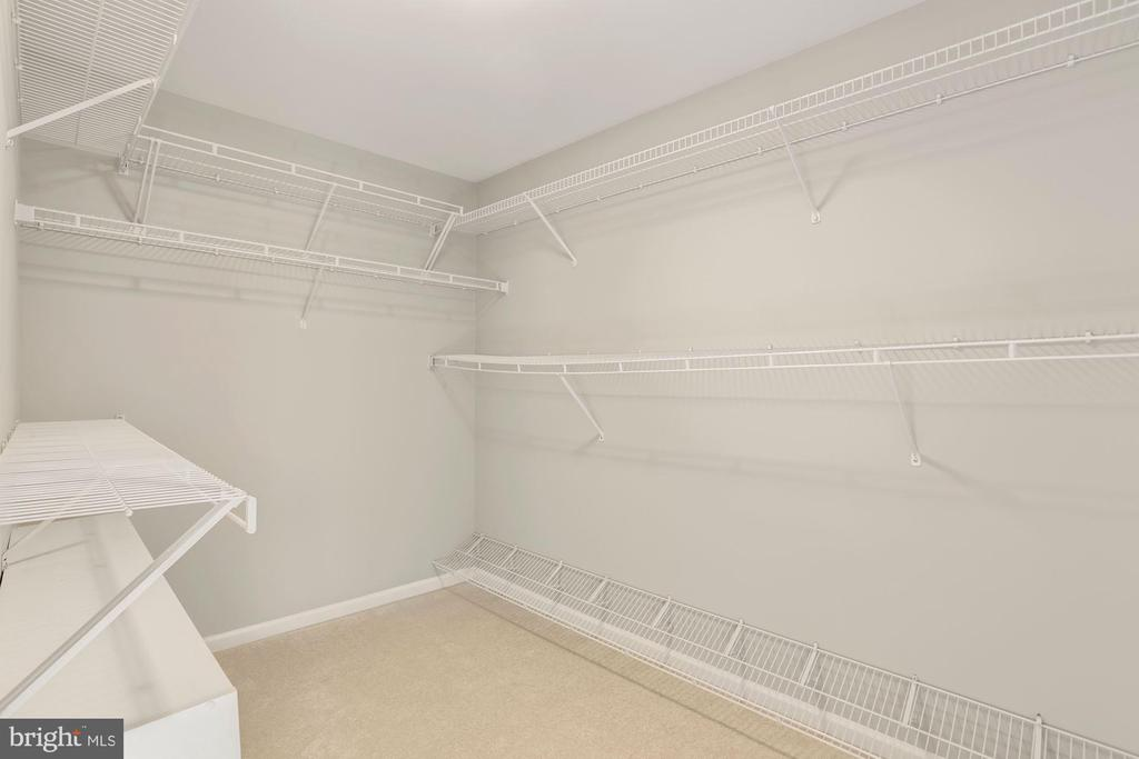 Primary Suite Walk-In Closet - 47208 REDBARK PL, STERLING