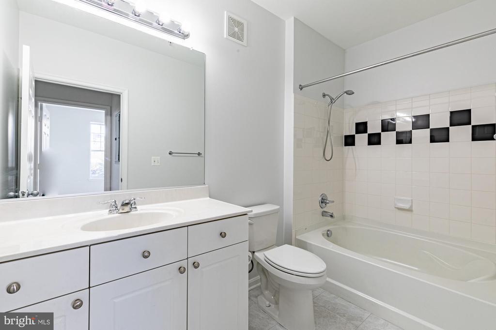 New ceramic tile bathroom floor! Plenty of space - 11326 ARISTOTLE DR #4-303, FAIRFAX