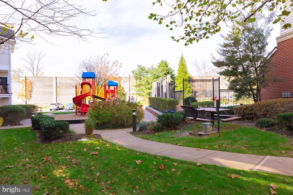 Nicely kept grounds and tot lot playarea - 11326 ARISTOTLE DR #4-303, FAIRFAX