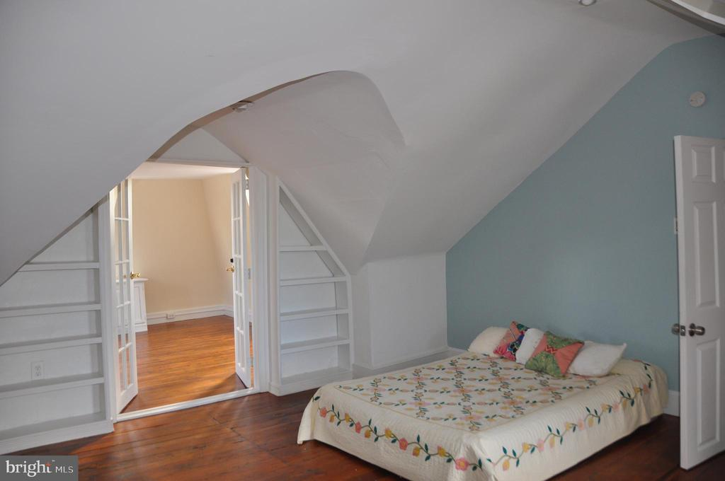 Built-in shelves on either side of french doors - 4343 39TH ST NW, WASHINGTON