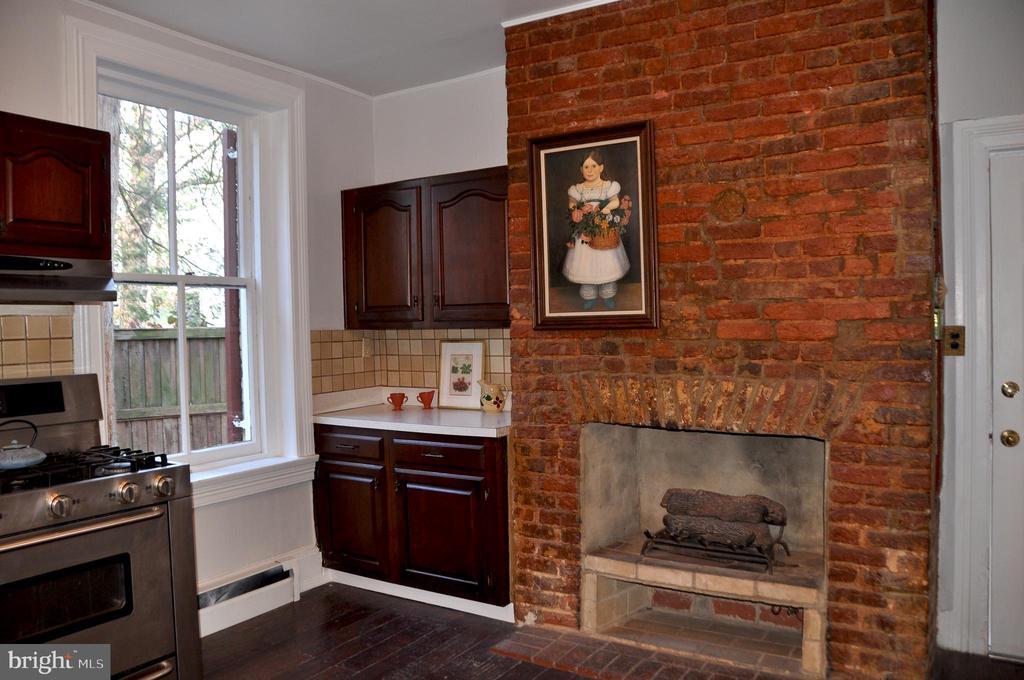 Brick wall and kitchen gas log fireplace - 4343 39TH ST NW, WASHINGTON
