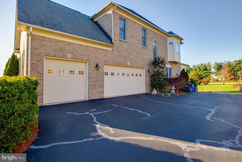 Exterior -Side - Garage - 40732 CHEVINGTON LN, LEESBURG