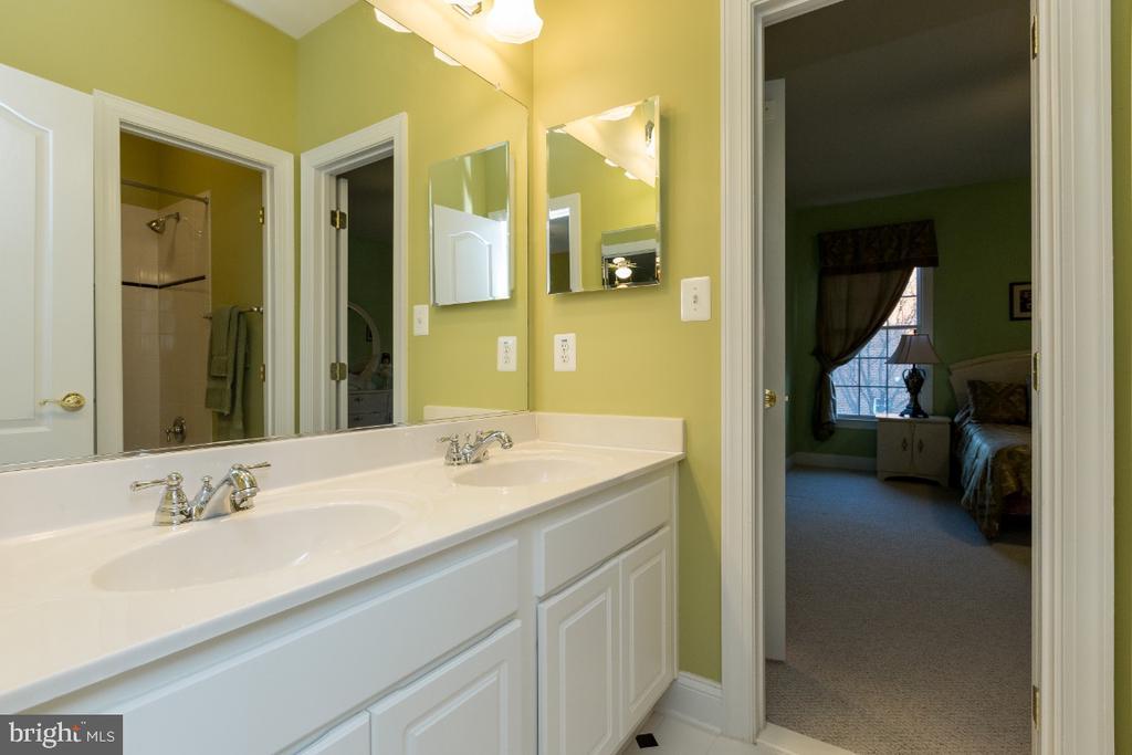 Jack and Jill Bathroom - 40732 CHEVINGTON LN, LEESBURG