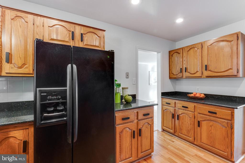 Upgraded kitchen with granite counters - 10300 WOOD RD, FAIRFAX