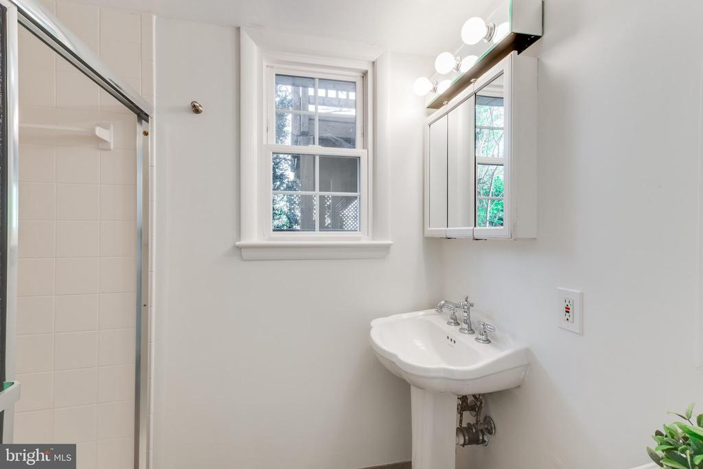Lower level full bathroom with shower - 10300 WOOD RD, FAIRFAX