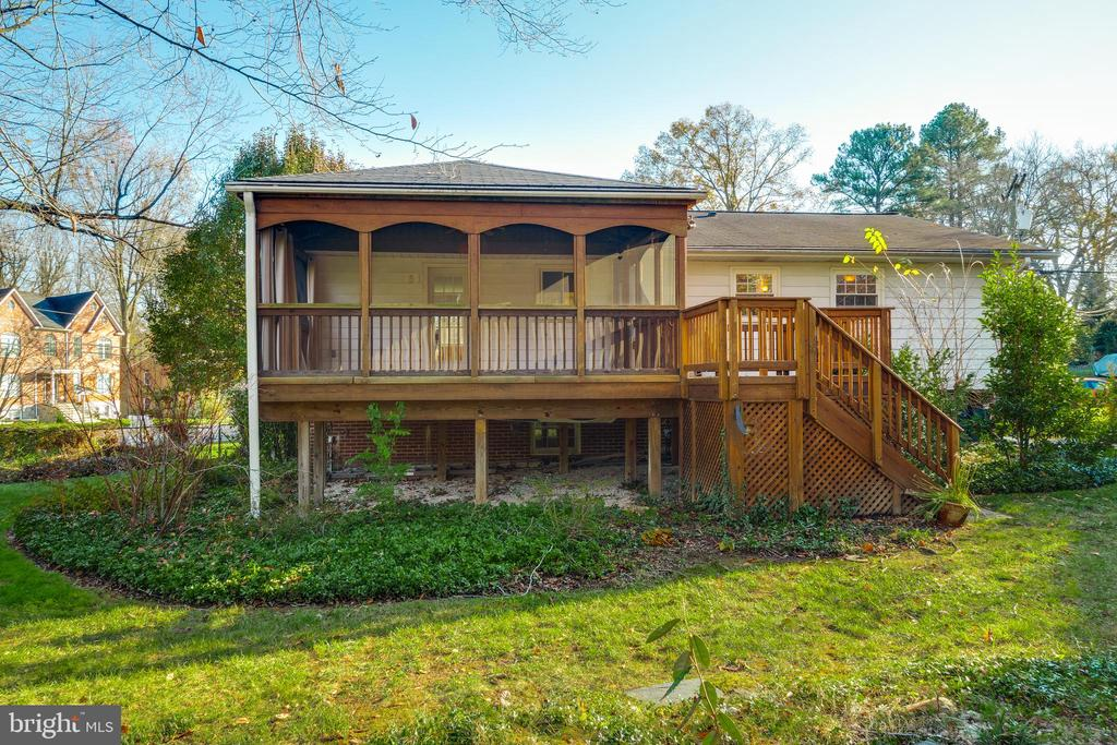 Established garden areas throughout yard - 10300 WOOD RD, FAIRFAX