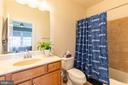 En-suite bathroom for bedroom 2 - 41932 CLOVER VALLEY CT, ASHBURN