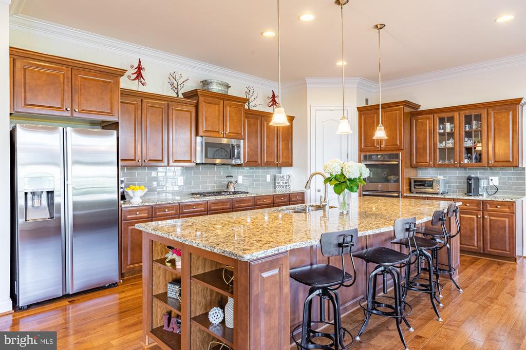Undermount cabinet lighting - 41932 CLOVER VALLEY CT, ASHBURN