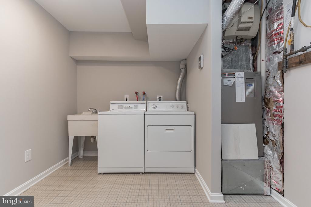 Laundry room in the basement - 31 N OAKLAND ST, ARLINGTON