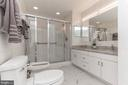 Spacious master bathroom - 31 N OAKLAND ST, ARLINGTON