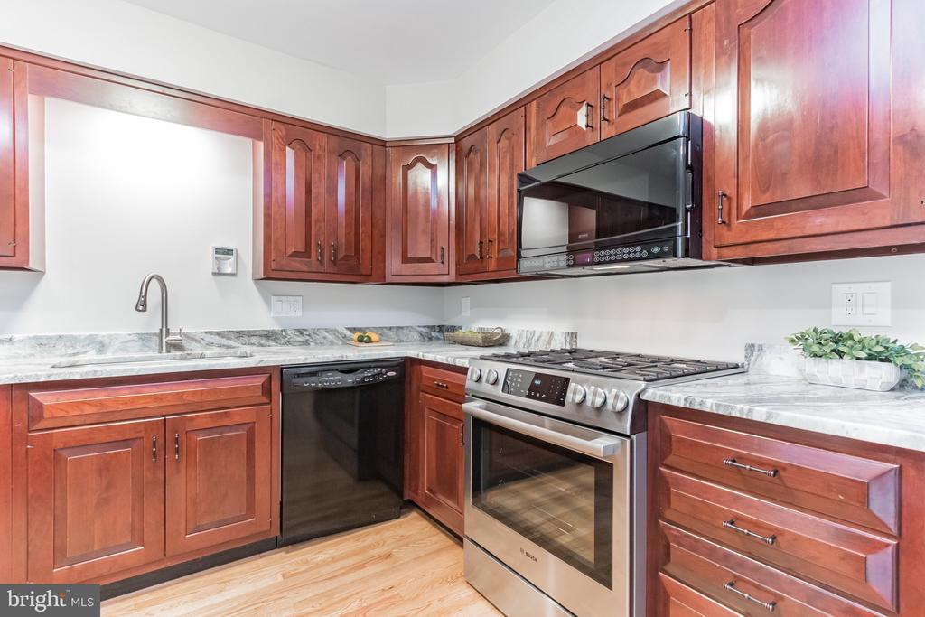 Spacious open kitchen - 31 N OAKLAND ST, ARLINGTON