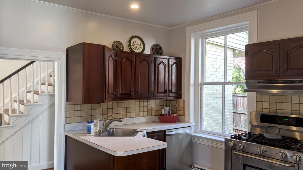 Kitchen ready to make it the way YOU wish. - 4343 39TH ST NW, WASHINGTON