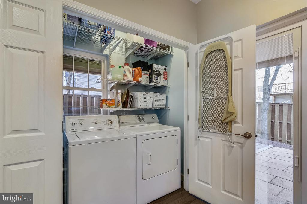 LL laundry room - 20872 DERRYDALE SQ, STERLING