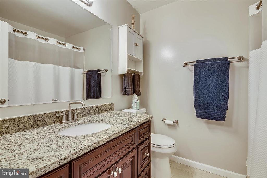 UL bathroom - 20872 DERRYDALE SQ, STERLING