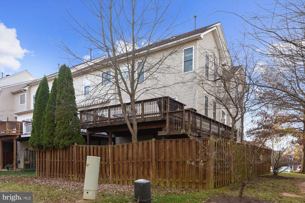 Private patio - 20872 DERRYDALE SQ, STERLING