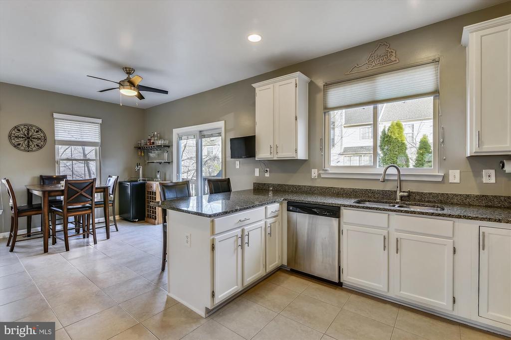 Gorgeous kitchen - 20872 DERRYDALE SQ, STERLING