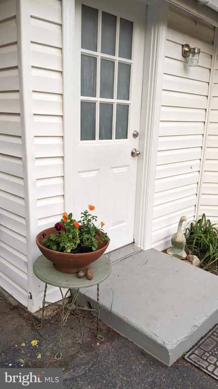 Door to guesthouse or office or studio - 4343 39TH ST NW, WASHINGTON