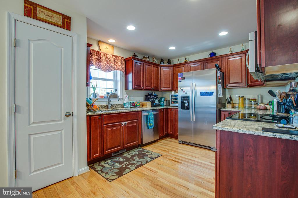 Kitchen with granite and stainless - 628 LATANE DR, COLONIAL BEACH