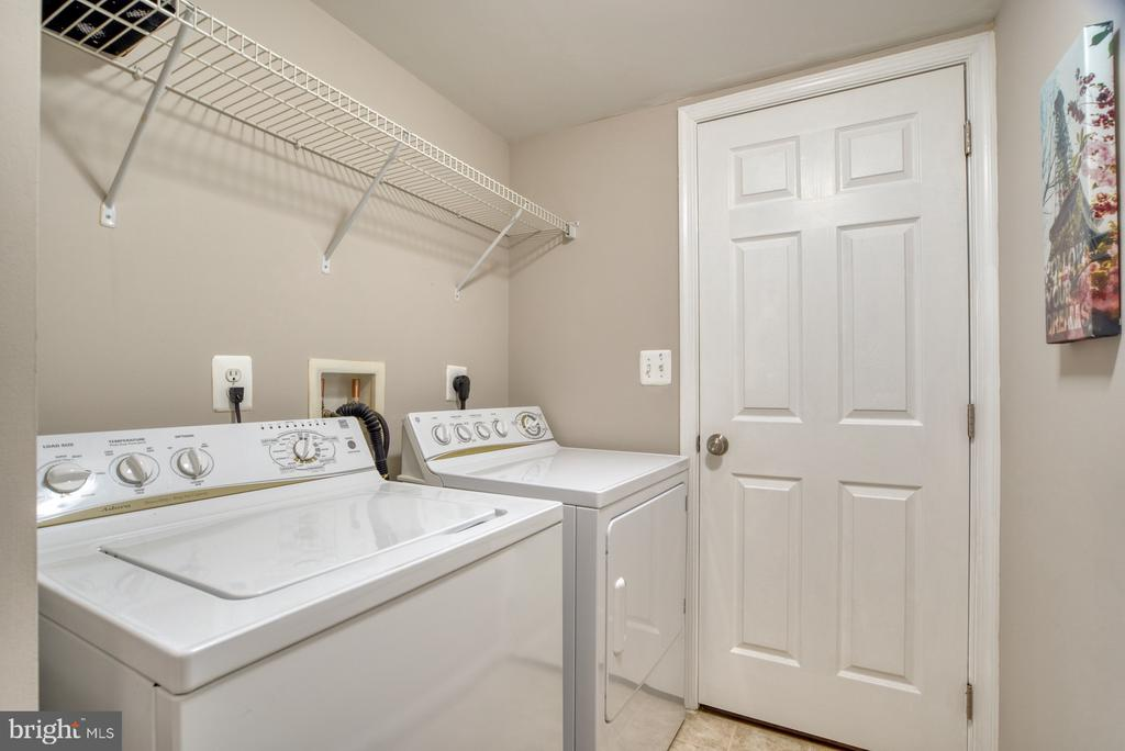 Upper Level Laundry Room - 4557 WHITTEMORE PL #1411, FAIRFAX