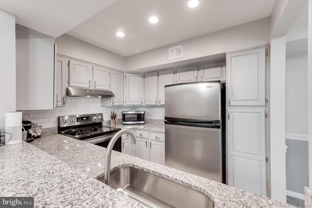Kitchen with recessed lighting - 6922 ELLINGHAM CIR #122, ALEXANDRIA