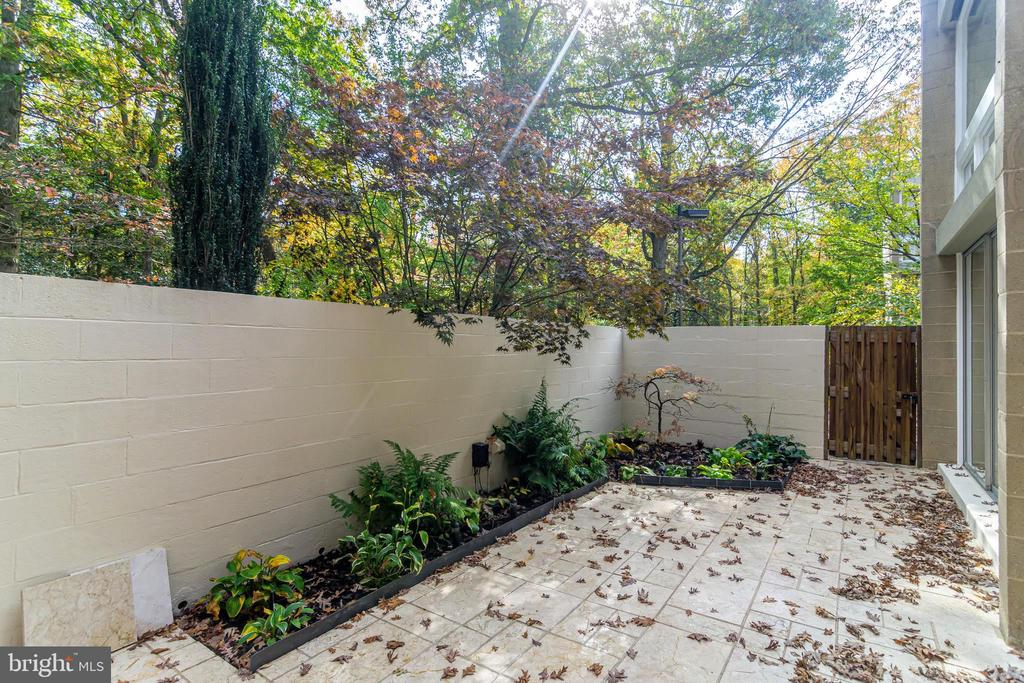 Enclosed Patio with marble pavers - 11503 MAPLE RIDGE RD, RESTON
