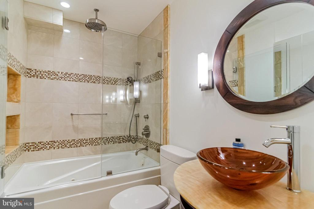 Upstairs marble & onyx  Bath with jacuzzi tub, - 11503 MAPLE RIDGE RD, RESTON