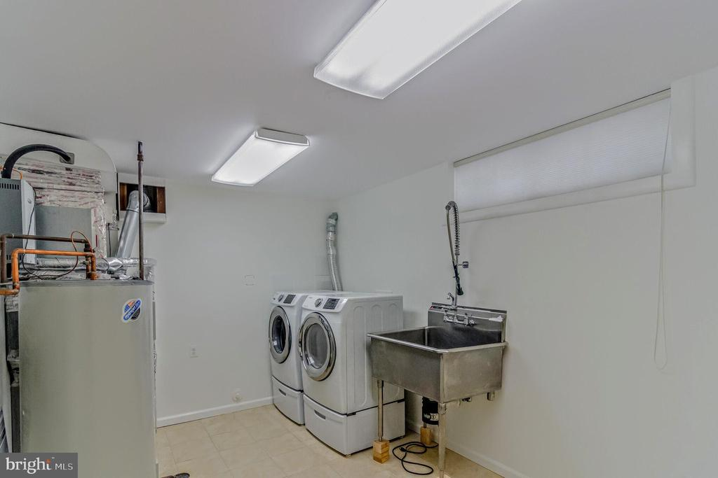 Utility  room front loaders W/D and SS Sink - 11503 MAPLE RIDGE RD, RESTON