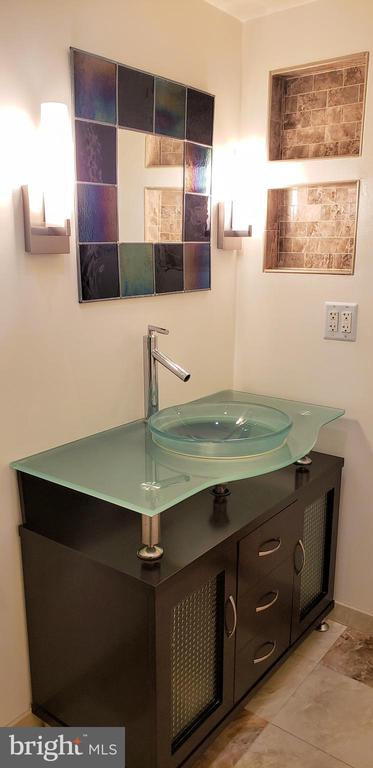 Modern console, stained glass mirror - 11503 MAPLE RIDGE RD, RESTON