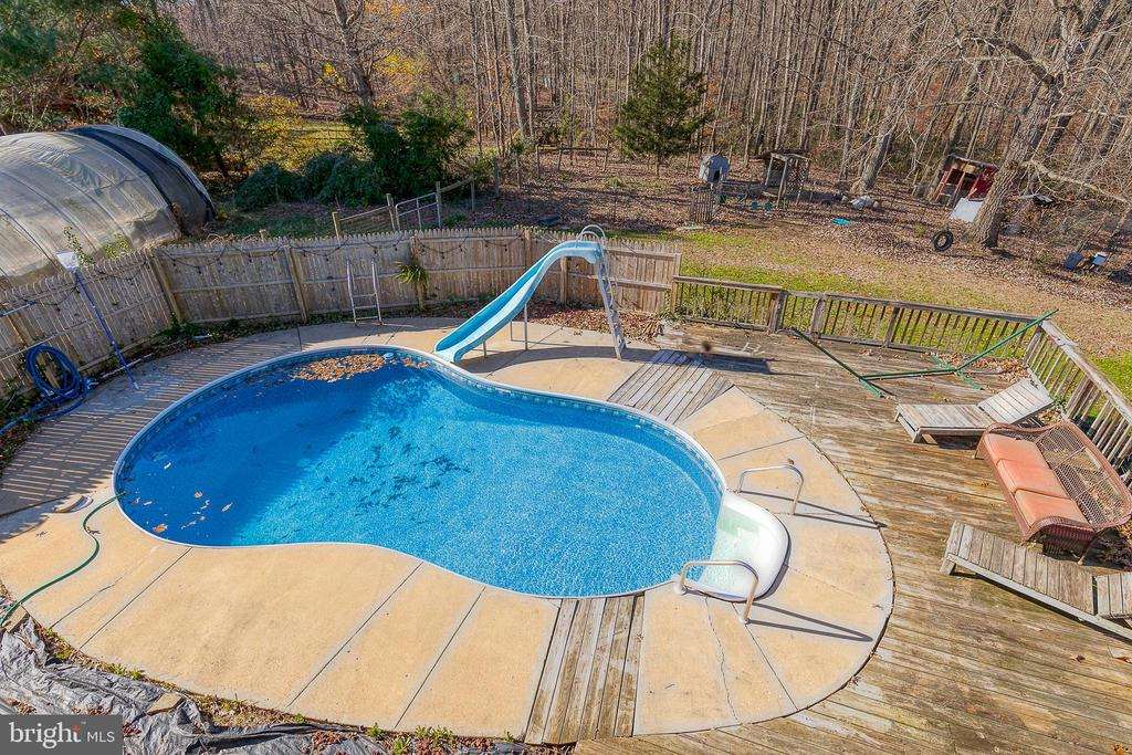 Pool with newer liner - 28 CARDINAL DR, FREDERICKSBURG