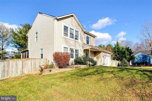 3 MANTLE CT